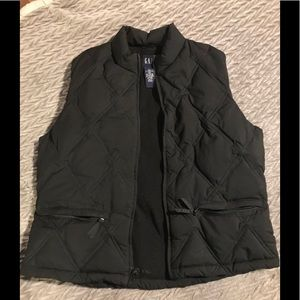 Gap black puffer vest